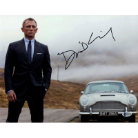 "Daniel Craig Signed ""James Bond"" 11x14 Photo (Beckett COA)"