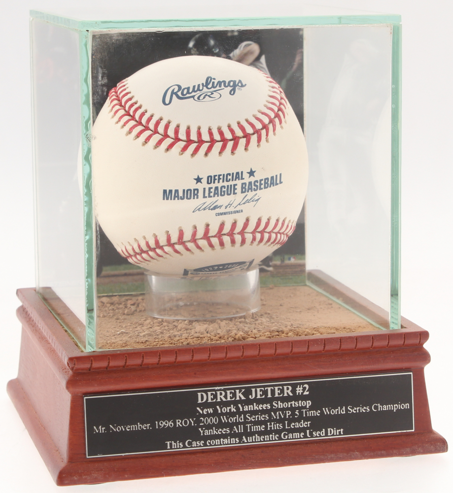 e5c8ab343 Derek Jeter Yankees OML Baseball with High Quality Game-Used Dirt Display  Case (Steiner