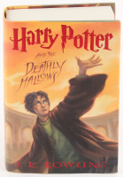 """Daniel Radcliffe Signed """"Harry Potter and the Deathly Hallows"""" Hard Cover Book (PSA COA)"""