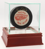 Gordie Howe Signed Detroit Red Wings Logo Hockey Puck with Display Case (Upper Deck Hologram) at PristineAuction.com