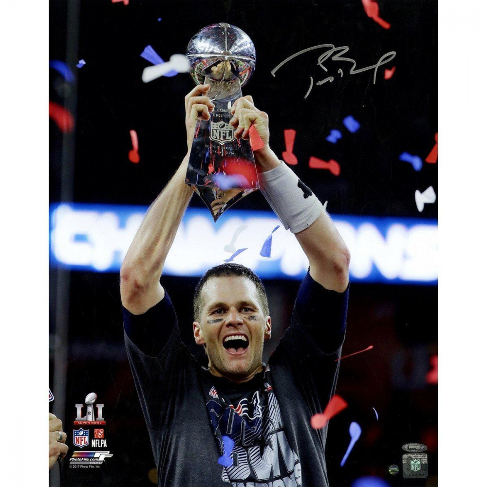 "Tom Brady Signed Patriots ""Super Bowl 51"" 16x20 Photo with Trophy (TriStar) at PristineAuction.com"