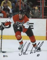 John LeClair Signed Philadelphia Flyers 8x10 Photo (Beckett COA)