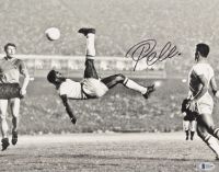 Pele Signed 11x14 Photo (Beckett LOA) at PristineAuction.com