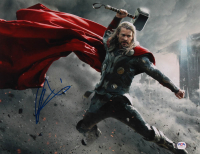 "Chris Hemsworth Signed ""The Avengers"" 11x14 Photo (PSA Hologram) at PristineAuction.com"