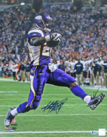 Adrian Peterson Signed Vikings 16x20 Photo (Beckett COA) at PristineAuction.com