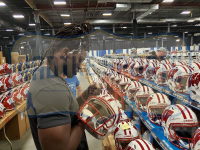 """Melvin Gordon Signed Wisconsin Badgers Full-Size Authentic On-Field Speed Helmet Inscribed """"5143 yds"""" & """"49 TDS"""" (Radtke COA) at PristineAuction.com"""