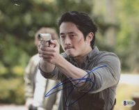 "Steven Yeun Signed ""The Walking Dead"" 8x10 Photo (Beckett COA) at PristineAuction.com"