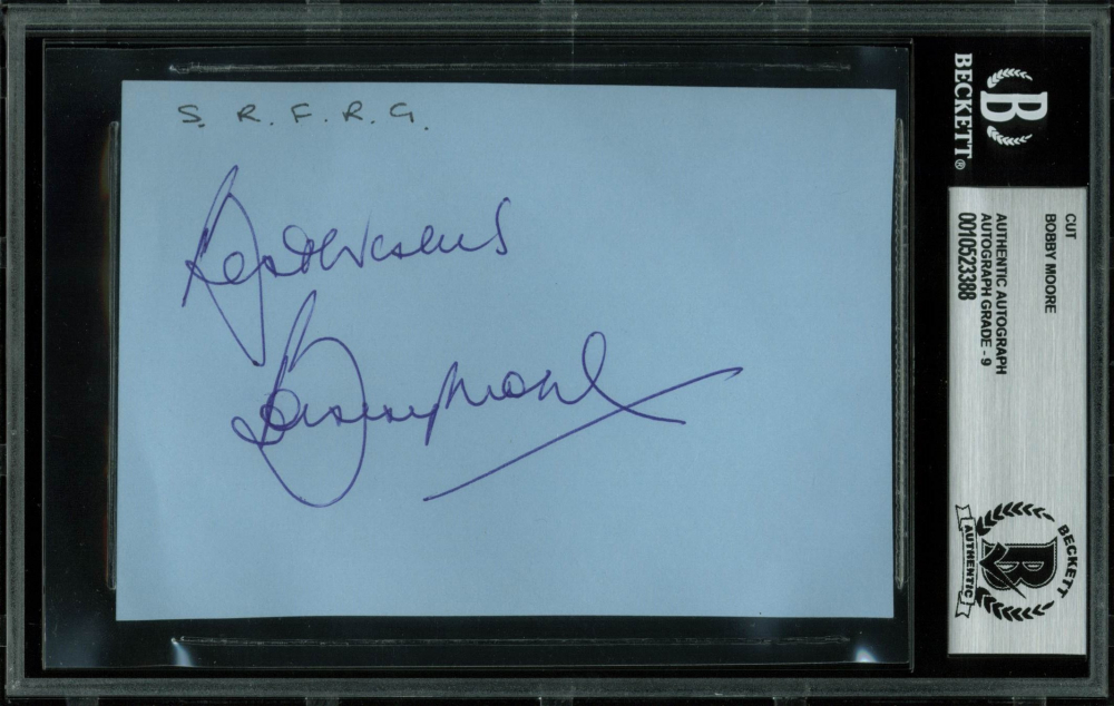 """Bobby Moore Signed 3.5x5 Cut Inscribed """"Best Wishes"""" (BGS Encapsulated) at PristineAuction.com"""