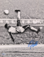 Pele Signed Brazil 11x14 Photo (Beckett COA) at PristineAuction.com