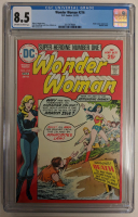 """1975 """"Wonder Woman"""" Issue #216 DC Comic Book (CGC 8.5) at PristineAuction.com"""