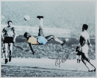 Pele Signed Brazil 16x20 Photo (Beckett COA) at PristineAuction.com