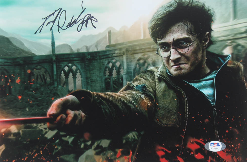 """Daniel Radcliffe Signed """"Harry Potter & The Deathly Hallows Part 2"""" 8x10 Photo (PSA COA) at PristineAuction.com"""