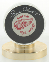 Gordie Howe Signed Red Wings Logo Hockey Puck with Display Case (JSA COA) at PristineAuction.com