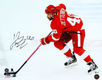 Henrik Zetterberg Signed Red Wings 16x20 Photo (Beckett COA) at PristineAuction.com