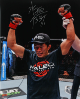 Takeya Mizugaki Signed UFC 16x20 Photo (Fanatics Hologram) at PristineAuction.com
