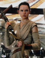 "Daisy Ridley Signed ""Star Wars: The Force Awakens"" 11x14 Photo (PSA COA) at PristineAuction.com"