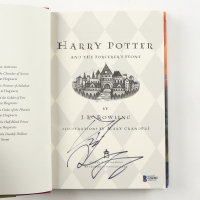 "Daniel Radcliffe Signed ""Harry Potter & the Sorcerer's Stone"" Hardcover Book (Beckett COA) at PristineAuction.com"