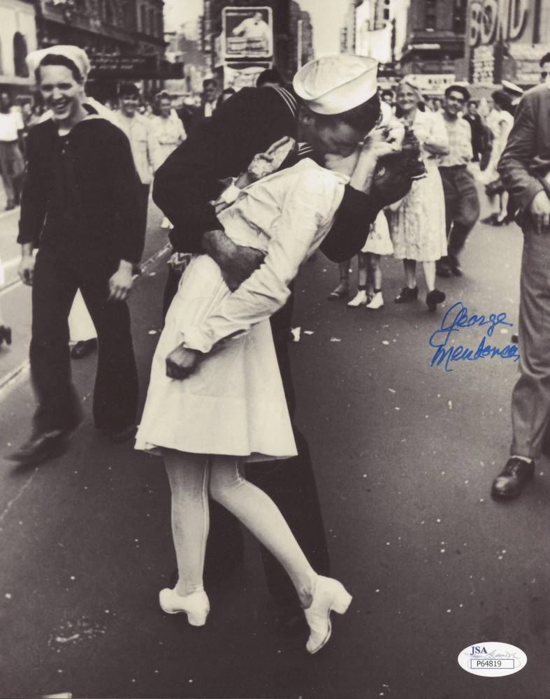 "George Mendonsa Signed ""The Kissing Sailor"" 8x10 Photo (JSA Hologram) at PristineAuction.com"