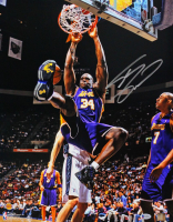 Shaquille O'Neal Signed Lakers 16x20 Photo (Beckett COA) at PristineAuction.com