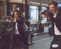 "Chris Hemsworth Signed ""Men in Black: International"" 8x10 Photo (AutographCOA COA) at PristineAuction.com"