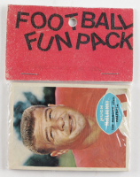1960 Topps Football Card Fun Pack with (10) Cards at PristineAuction.com
