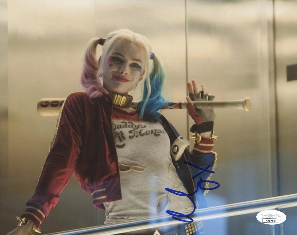 "Margot Robbie Carter Signed ""Suicide Squad"" 8x10 Photo (JSA Hologram) at PristineAuction.com"