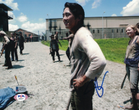 """Steven Yeun Signed """"The Walking Dead"""" 8x10 Photo (Beckett COA) at PristineAuction.com"""