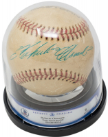 Roberto Clemente Signed Baseball with Display Case (Beckett Encapsulated) at PristineAuction.com