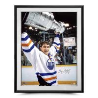 Wayne Gretzky Signed Oilers 30x40 Photo (UDA Hologram) at PristineAuction.com