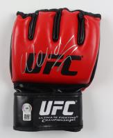 Wanderlei Silva Signed UFC Glove (Beckett COA) at PristineAuction.com