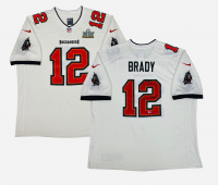 """Tom Brady Signed Buccaneers Super Bowl LV Jersey Inscribed """"SB LV Champs"""" (Fanatics LOA) at PristineAuction.com"""