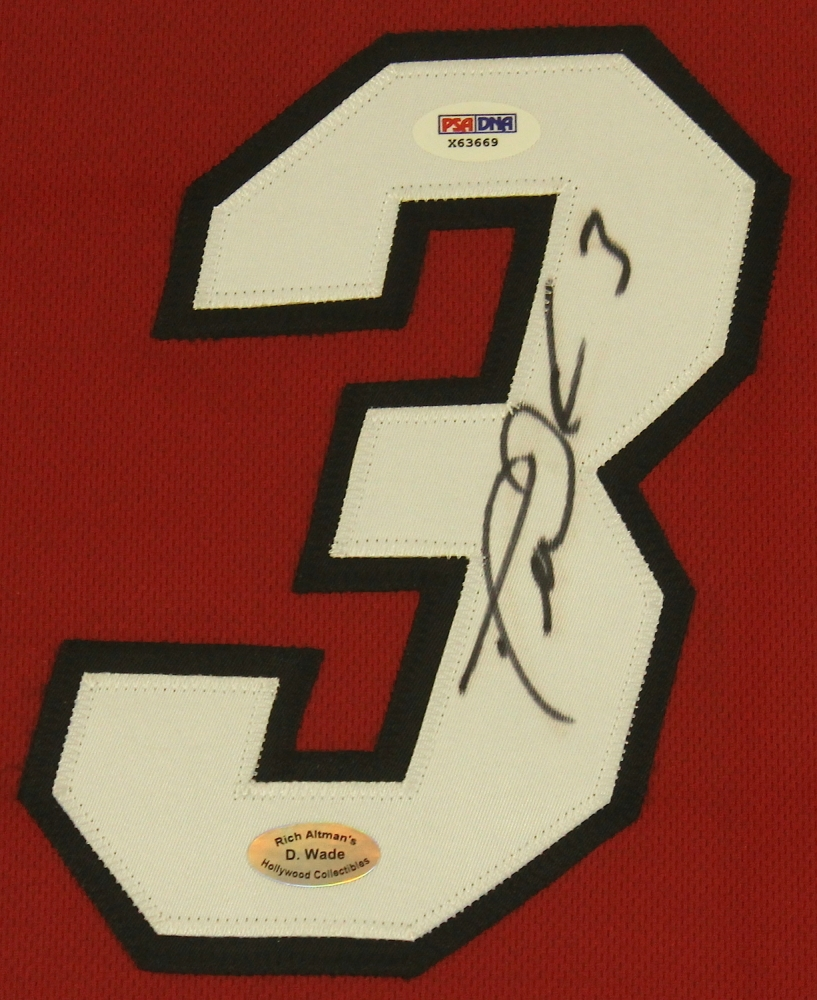Charming Dwyane Wade Signed Heat 25x35 Custom Framed Jersey Display (PSA COA) At  PristineAuction.