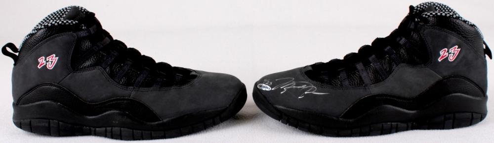 ede3192e079c ... main 2 Michael Jordan Signed New Pair of Air Jordan Retro 13 LE Basketball  Shoes UDA COA