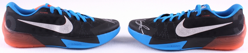 separation shoes 91479 65b45 Kevin Durant Signed Nike Zoom KD Flywire Basketball Shoes (JSA LOA) at  PristineAuction.