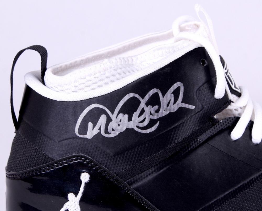 a2b2bbdd8dbb Derek Jeter Signed Yankees Jordan Jeter LUX Game Model Cleats (MLB    Steiner COA)