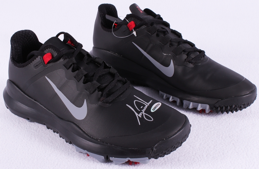 d81f09cf9e4888 Tiger Woods Signed New Pair of Black Nike