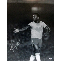 Pele Signed 16x20 Photo (PSA Hologram)