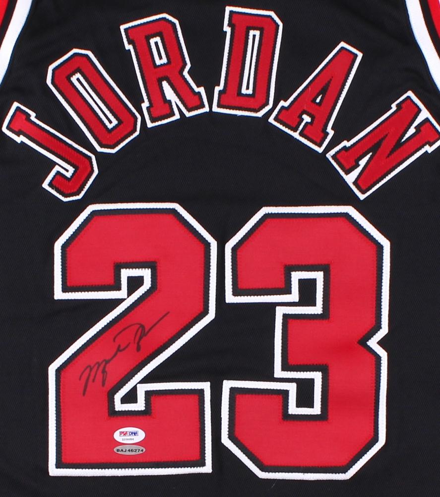 7d21f2fe4ed012 Michael Jordan Signed LE