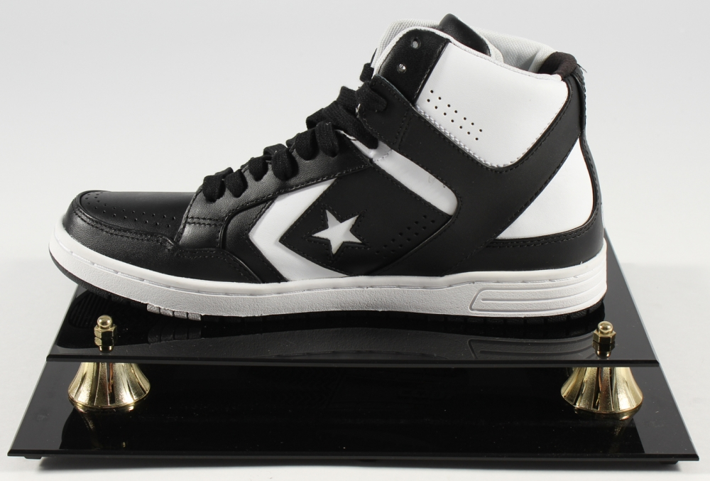 Larry Bird Signed Converse Weapon Shoe with Display Case (Bird Hologram) at  PristineAuction. 0dea6faca
