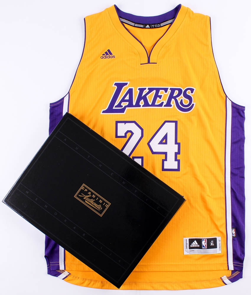 uolanz Online Sports Memorabilia Auction | Pristine Auction