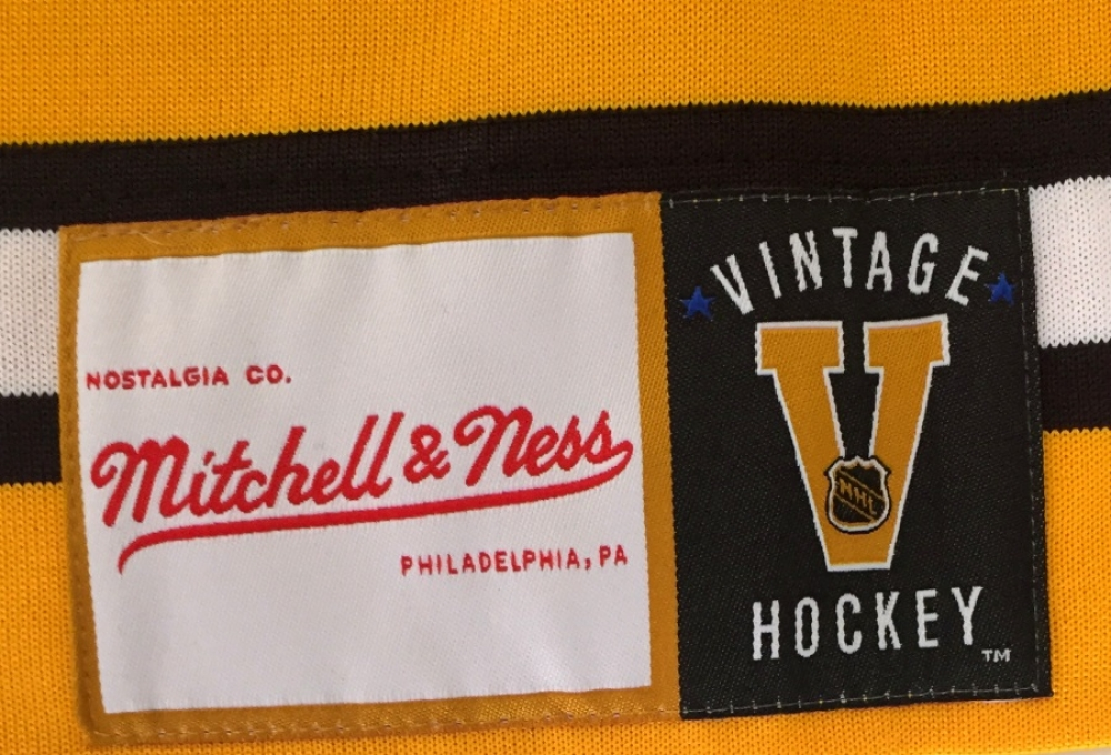 ... Bobby Orr Signed Authentic Mitchell Ness Throwback Bruins Jersey (Orr  COA) at PristineAuction ... c7090f223