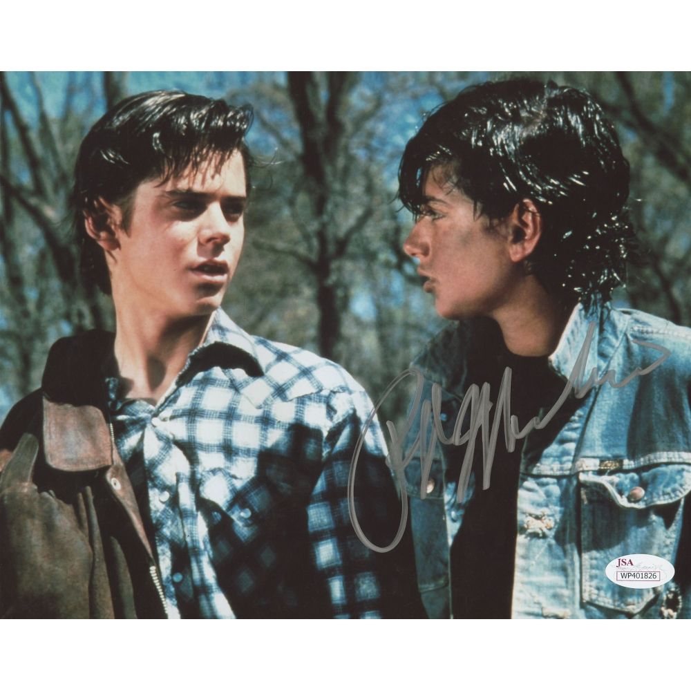 a review of the outsiders club The outsiders is based on a well known novel for teenagers by s e hinton it's about class warfare between rich kids (the soches) and poor kids (the greasers) the greasers try to pick up a soche's girlfriend at the drive-in, there's a fight later that night, and a rich kid gets killed.