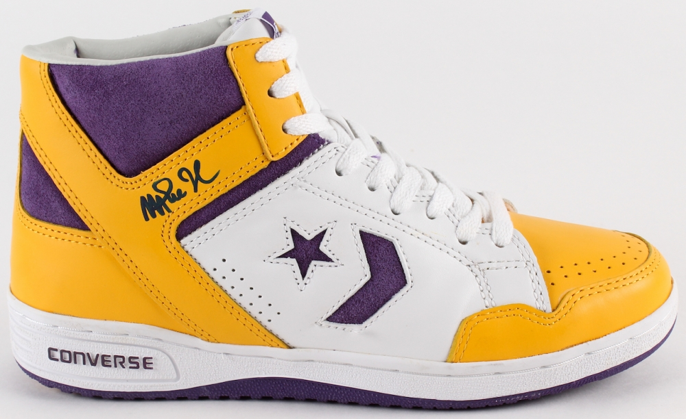 Magic Johnson Signed Throwback Game Model Converse Weapon Basketball Shoe  (Beckett COA) at PristineAuction 917159803