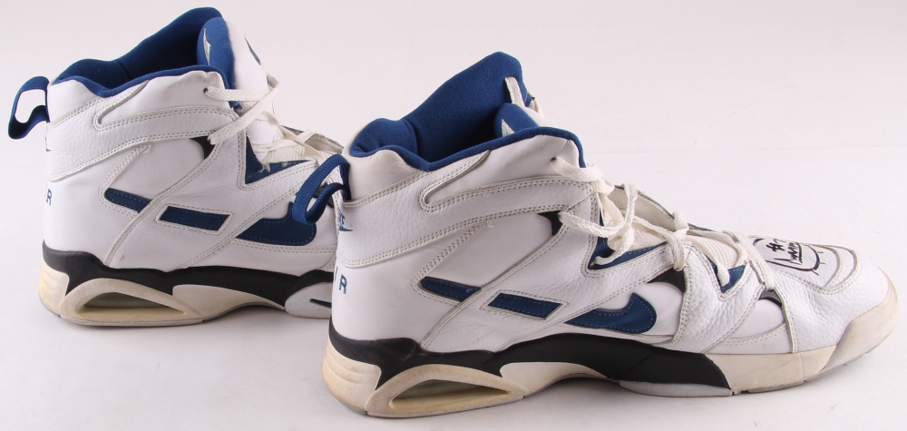 meet ab780 fe6fe Pair of (2) Gheorghe Muresan Signed Air DVST8 Game-Used Nike Basketball  Shoes