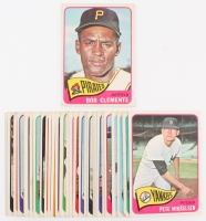 Lot of (30) 1965 Topps Baseball Cards with #160 Roberto Clemente