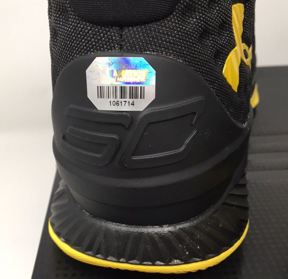 8d6c4f8427bed Stephen Curry Signed Under Armour Curry 1 Basketball Shoes Inscribed