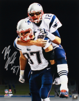Rob Gronkowski Signed Patriots 16x20 Photo (Radtke Hologram)
